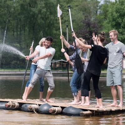 Flossbau Team Paddel Jubel Sekt