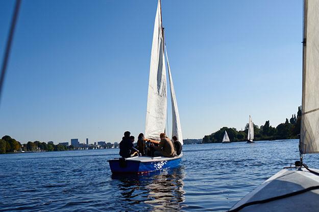 Segeln-auf-dem-Wasser-Hamburg