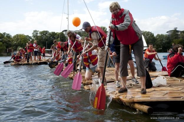 FloSsbau-fuer-GroSsgruppen-flossbau-team-event.jpg-Halle