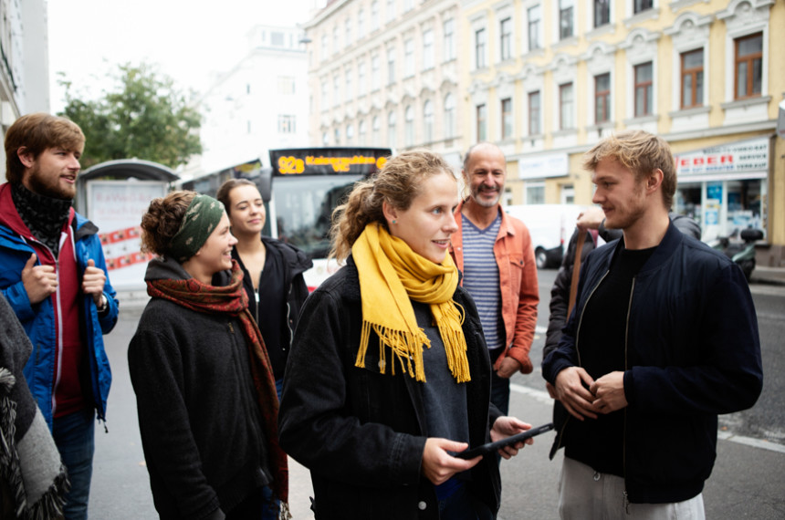teamgeist Tabtour Wien Gruppe mit Guide unterwegs