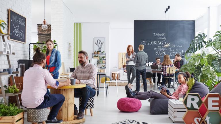 Coworking Shared Office Mitarbeiter machen Pause