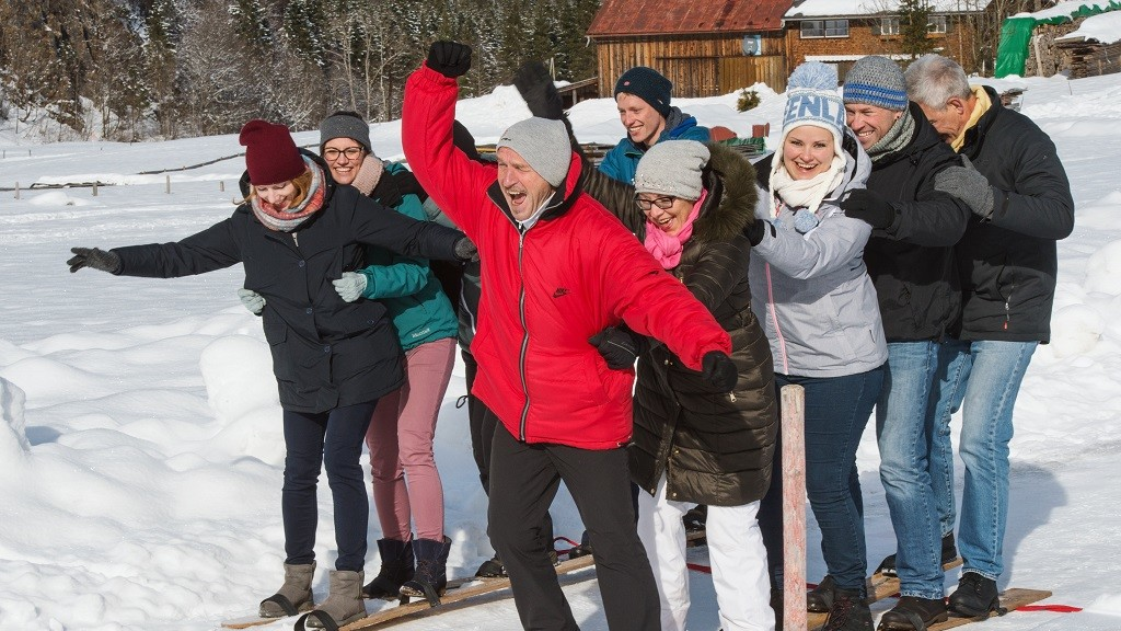 Menschen im Schnee bei Teamchallenge
