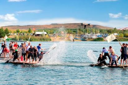 Floßbau Wasser Action