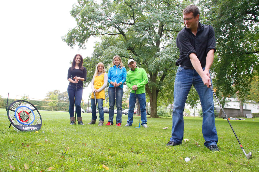 Golf Schlaeger Ball Outdoor Team Wiese Hindernis