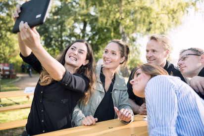 Team Selfie Tablet iPad Outdoor