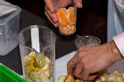 Obst geschnitten Messbecher Mixer