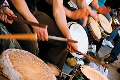 Trommel spielnde Musiker-Berlin