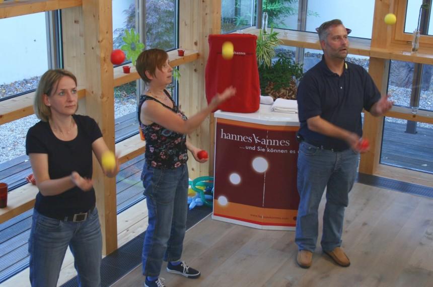 Jonglieren Workshop Teamevent Teilnehmer trainieren
