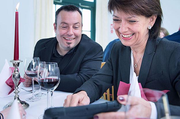 Team Restaurant Tisch Kerze Tablet iPad Quiz Berlin
