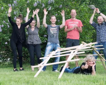 Leonardobruecke Team Holz Jubel