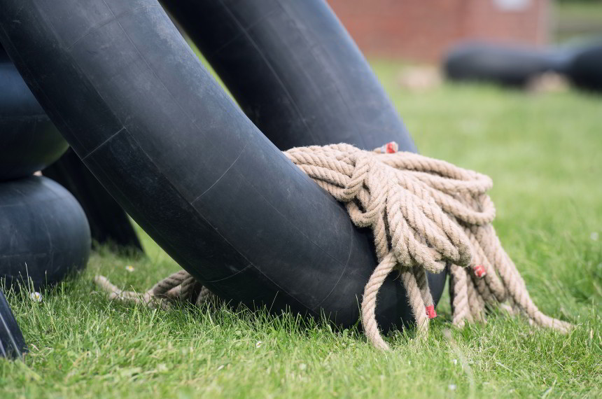 Flossbau Schlauch Seil