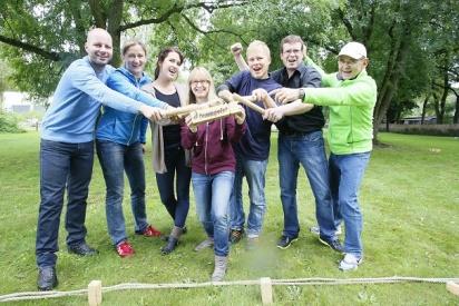 freudige Gruppe bei sport firmenevent-Kolberg