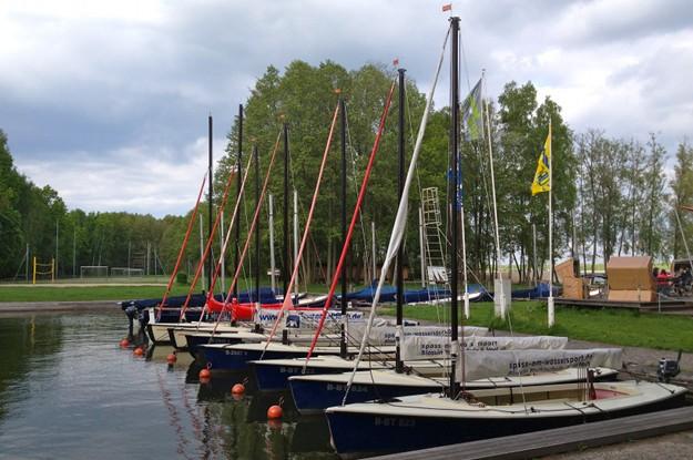 segelboote in einer reihe