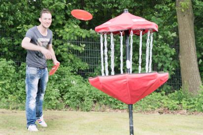 Discgolf Mann Frisbee Ziel Korb