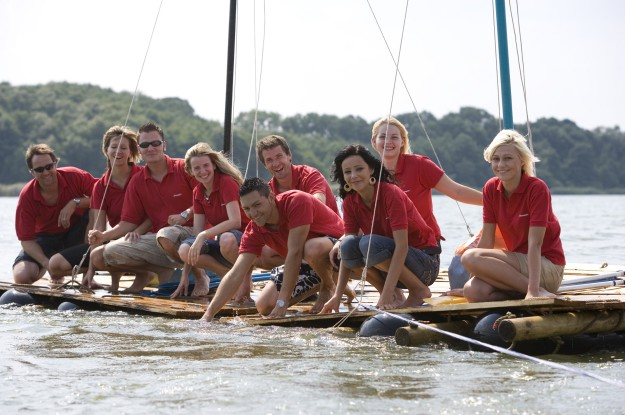 FloSsbau-fuer-GroSsgruppen-flossbau-team.jpg-Halle
