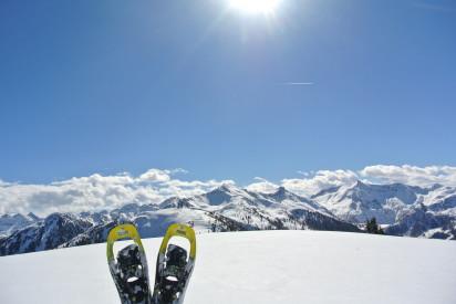 Schneeschuhwandern Aussicht Schnee und Sonne
