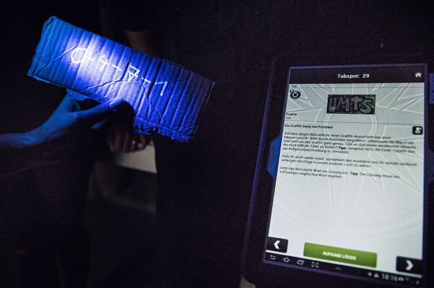 Dunkelheit UV-Licht Code Tablet Rätsel