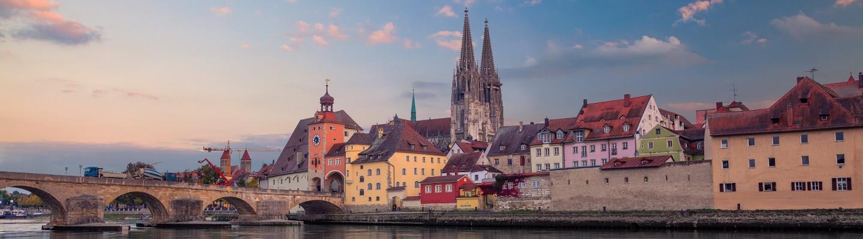 Regensburg mit Regensburger Dom und Steinerne Brücke