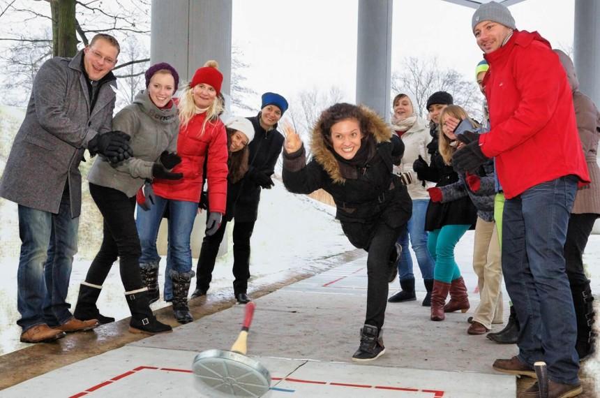 Eisstockschießen Team Wurf Winter