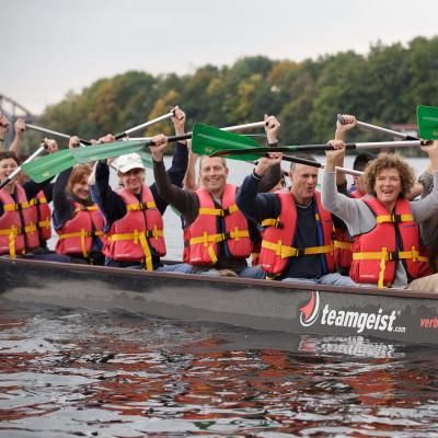 Teambuilding und Zusammengehörigkeitsgefühl beim Drachenboot-Teamevent