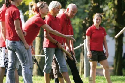 baumstamm tragen im team-Erfurt