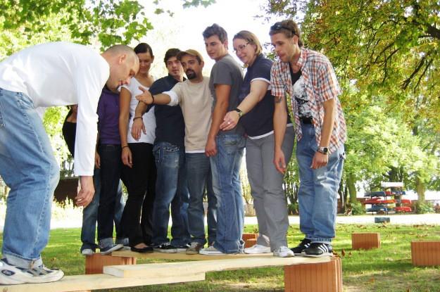 Gruppe beim bauen