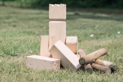 Kubb König Holz Wiese