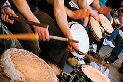 Trommel spielnde Musiker-Potsdam