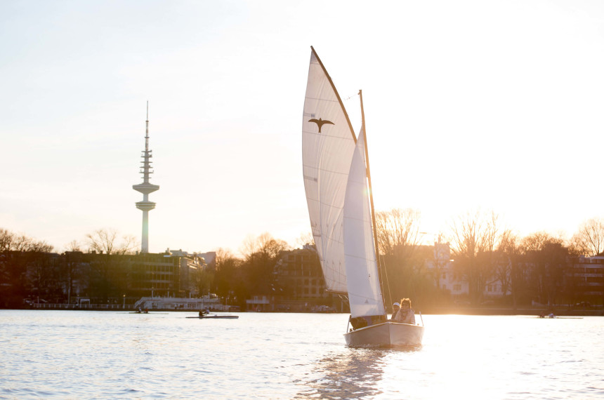 Champagne Sailing on the Alster Hamburg 2