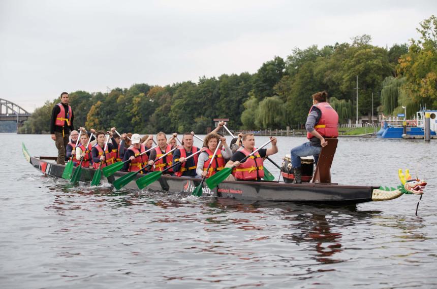 Drachenbootrennen als Team Event Seehotel Zeuthen 2