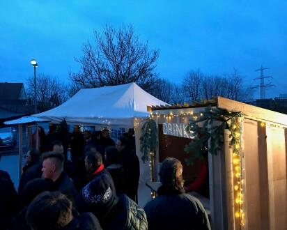 mobiler weihnachtsmarkt hütte